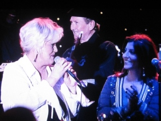 Bonnie as club owner Maggie, backed here by James Burton on guitar, in The Gurdian, 2006